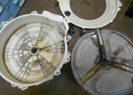 Демонтиране на неотделимия резервоар на пералнята