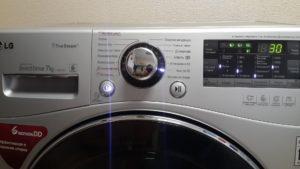LG stroj za pranje rublja se uključuje