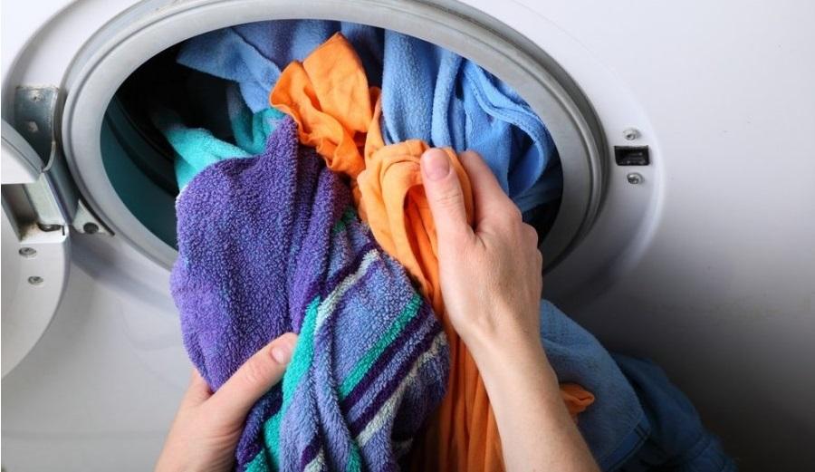 За да започнете сушенето в пералнята, част от прането ще трябва да се извади