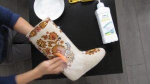 почистване на ботуши от филц