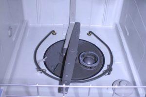 Pendesak bawah tidak berputar di mesin basuh pinggan mangkuk