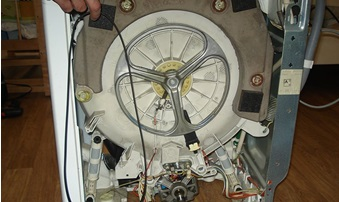 הסר את חגורת הכונן מהגלגלת